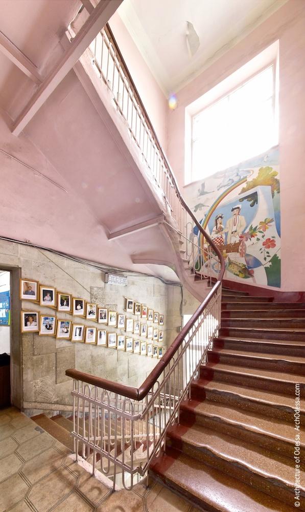 Лестничная клетка с площадки второго этажа