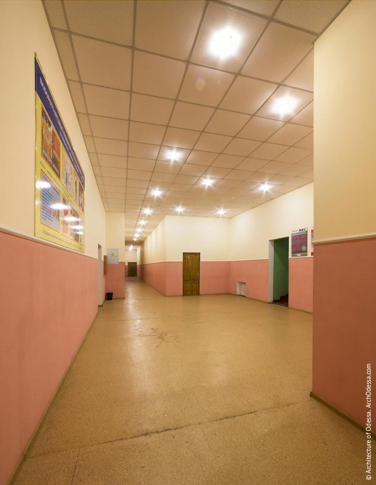 Общий вид коридора на третьем этаже