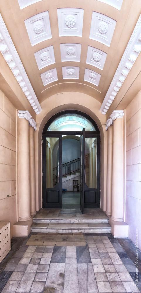 Вид вестибюля со стороны входа