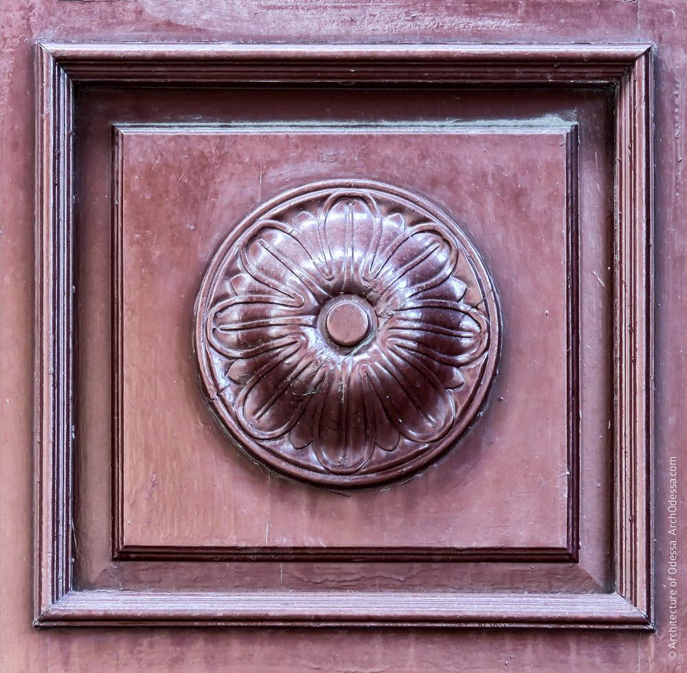 Дверь входа в конторское крыло, деталь
