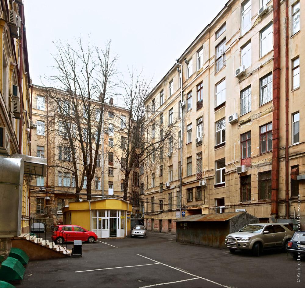Тыльный фасад крыла по Пушкинской и части крыла по Троицкой