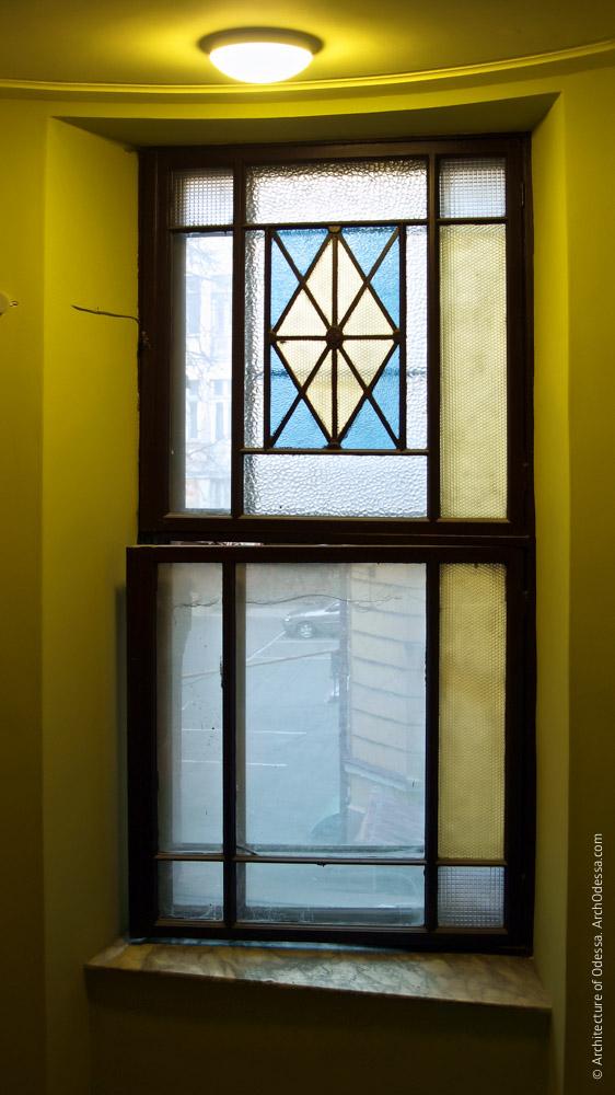 Окно с витражом