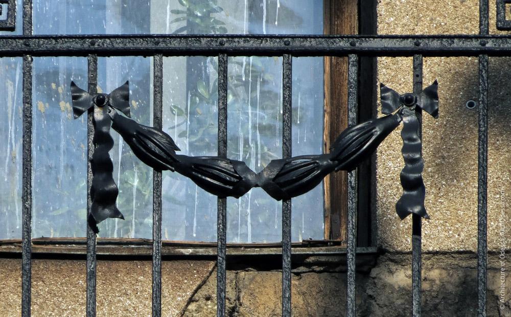 Балконные перила, стилизованная гирлянда