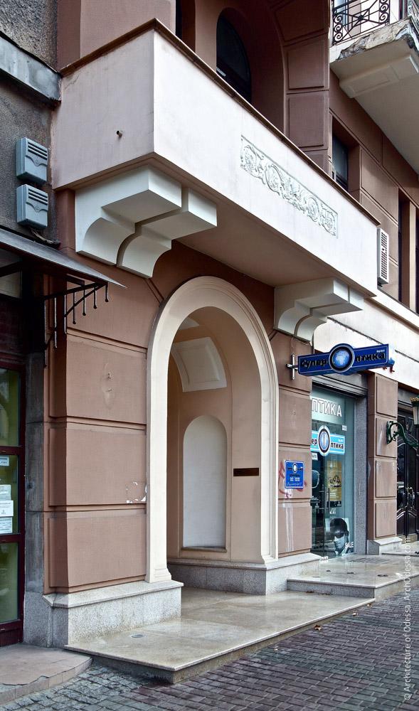 Фасад по Пушкинской, вход в правосторонний подъезд
