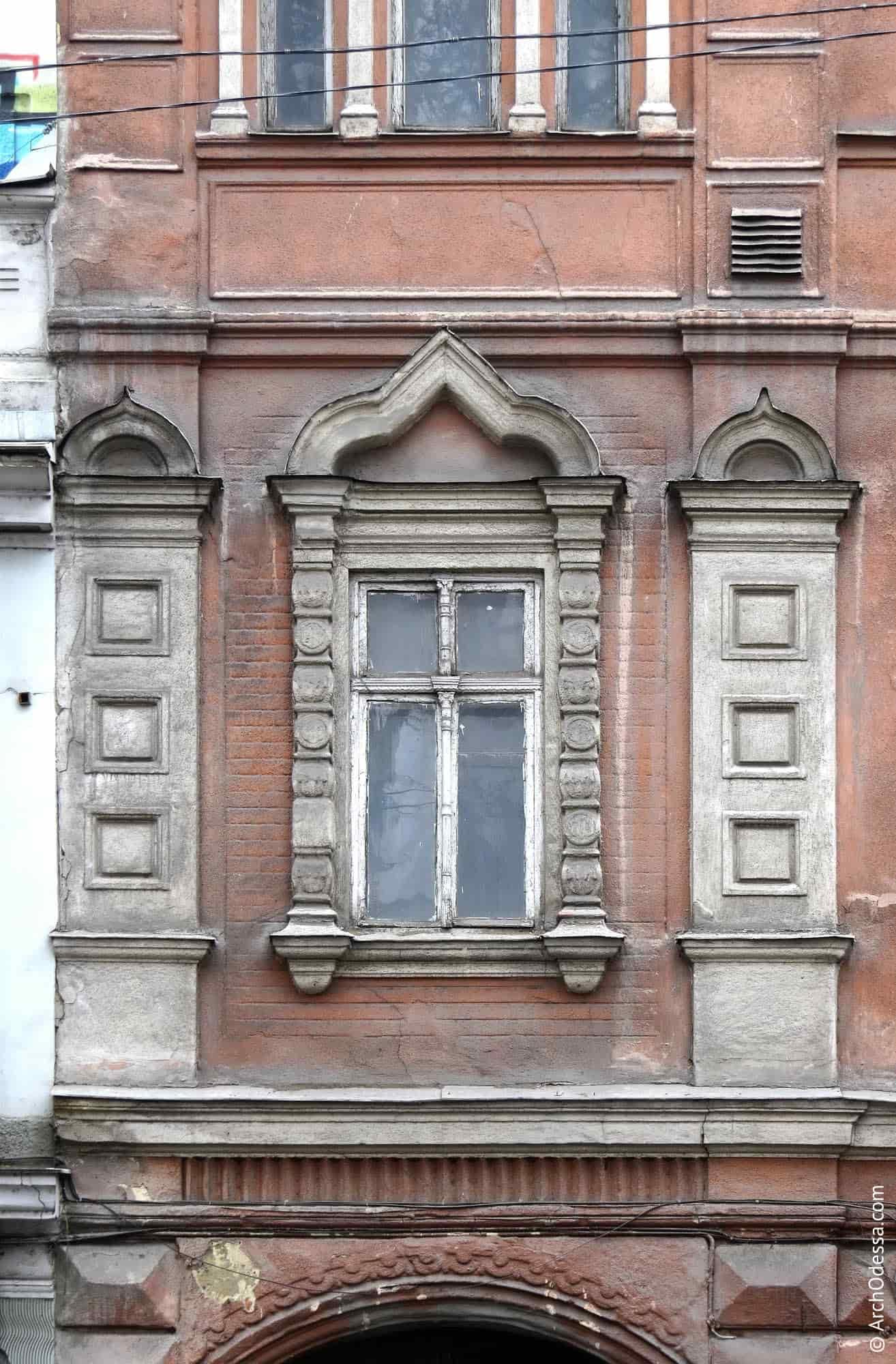 Віконні лиштви і лопатки крайньої лівобічної вісі