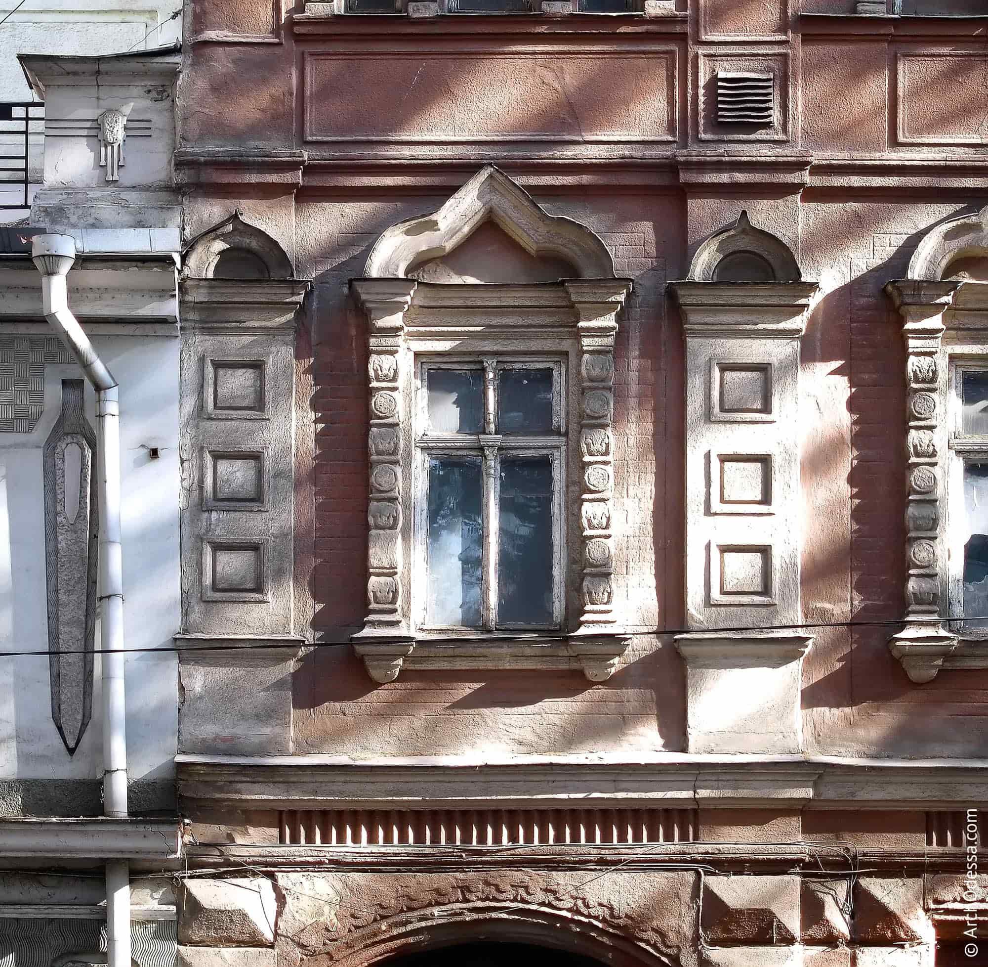 Віконні лиштви і лопатки крайньої лівобічної вісі (фото 2011 р.)