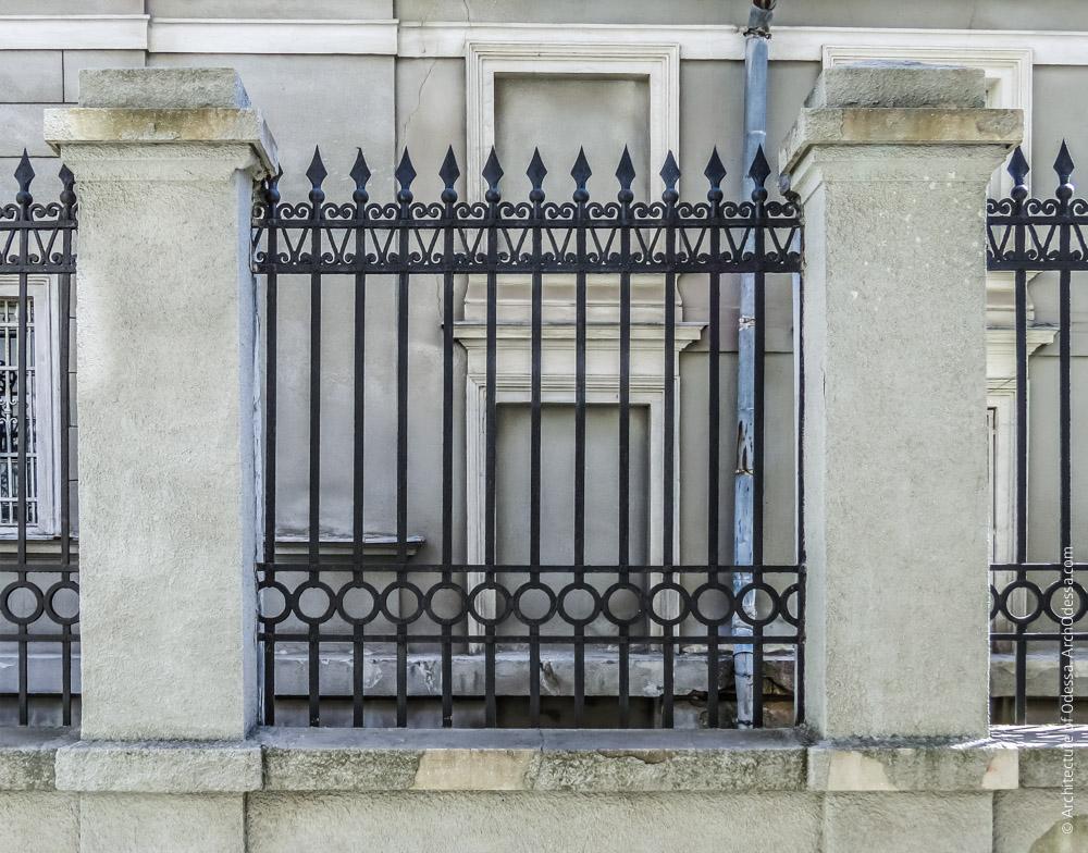 Секция ограды между участками № 3 и 5