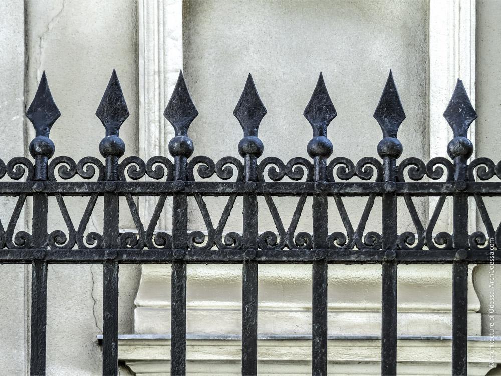 Секция ограды между участками № 3 и 5, фрагмент