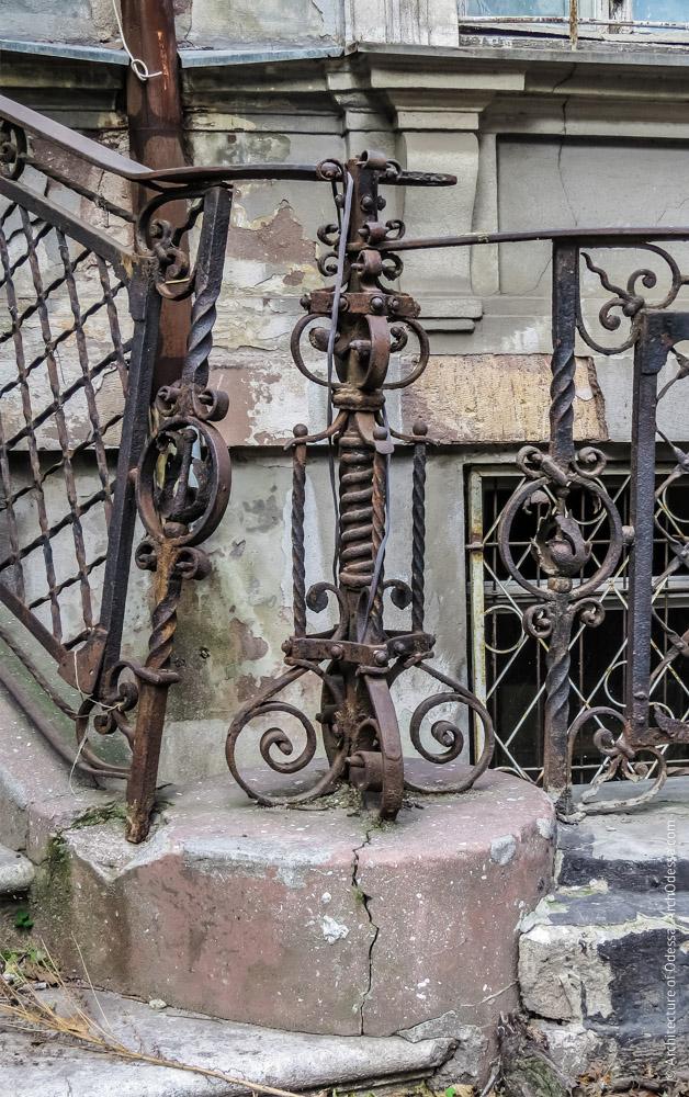 Лестница ротонды, ограждения, стойка