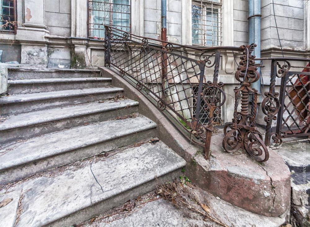 Лестница ротонды, ограждения