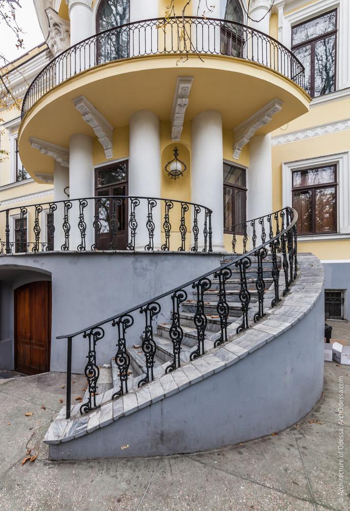Терраса, правосторонняя лестница