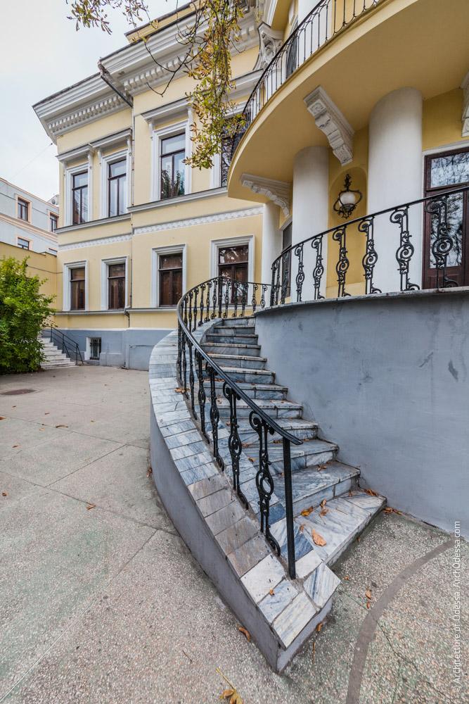 Терраса, левосторонняя лестница