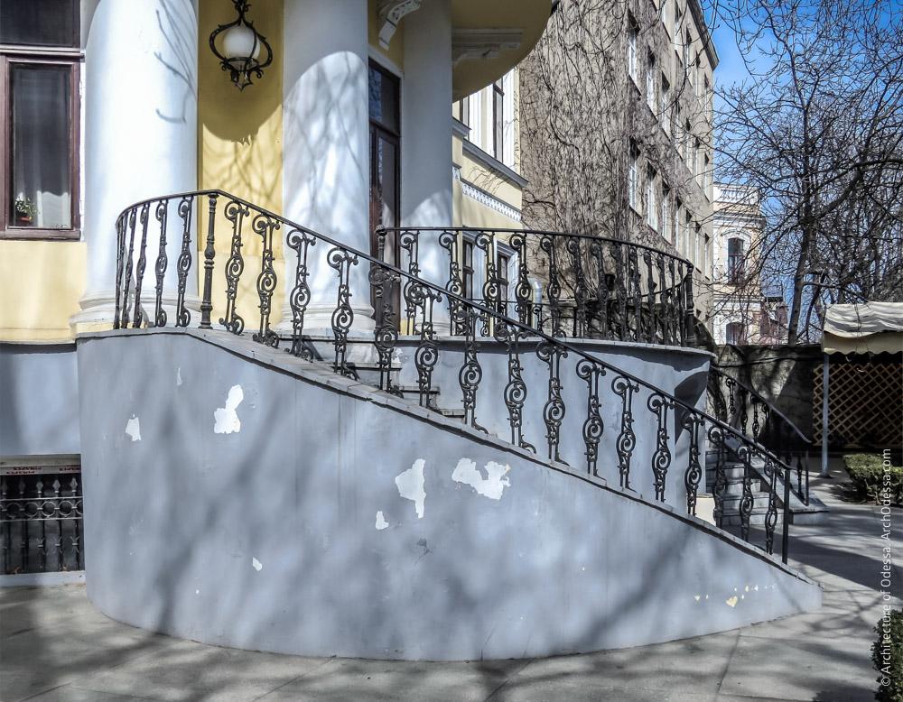 Терраса с лестницами, общий вид