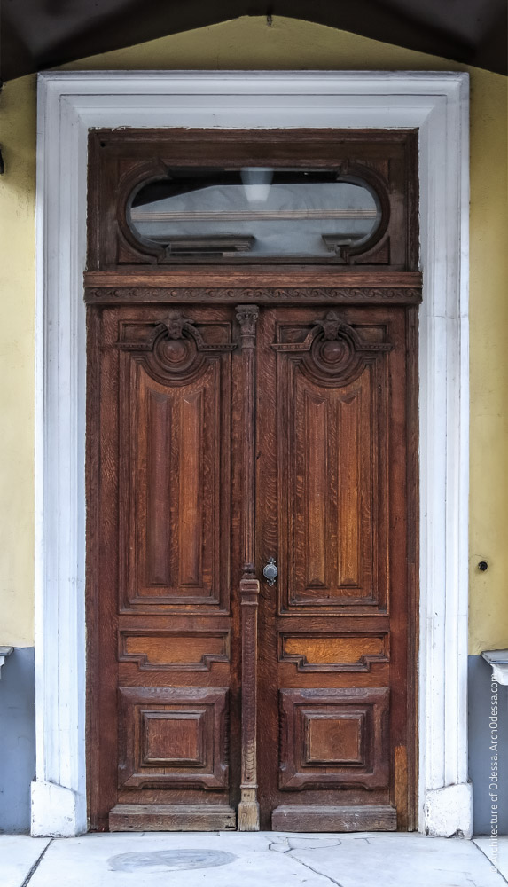 Дверь главного входа