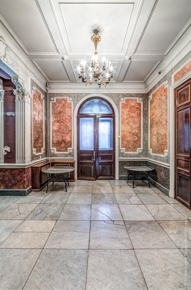 Общий вид со стороны Ореховой гостиной
