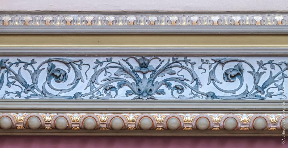 Потолок, фрагмент орнаментальной тяги