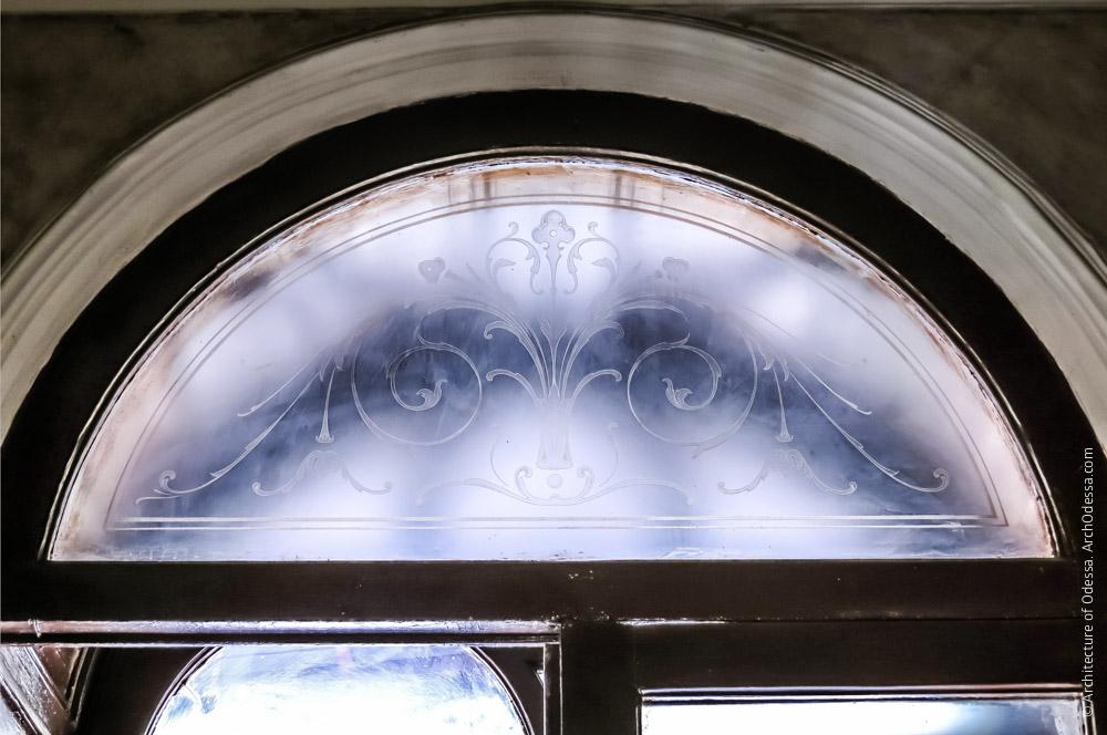 Общий вид стекла фрамуги