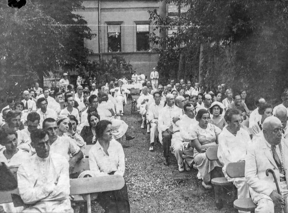 Собрание ученых в Летнем саду