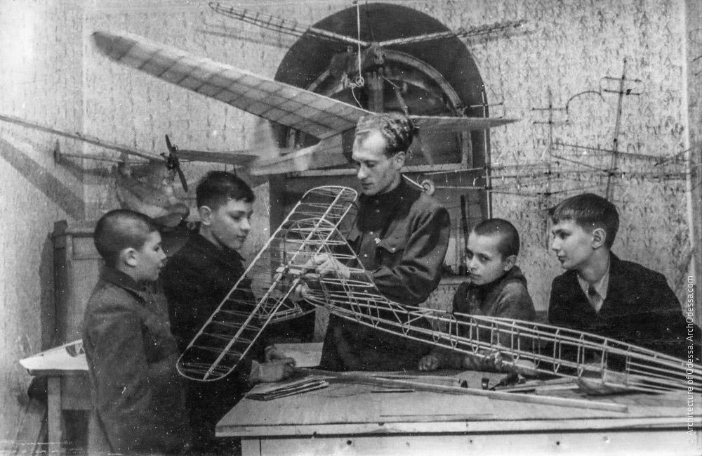 Детский авиамодельный кружок