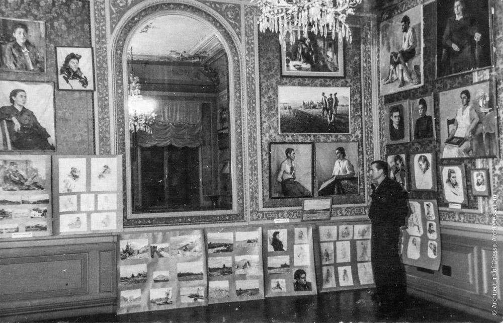 Выставка работ молодых художников Одессы в Шелковой гостиной