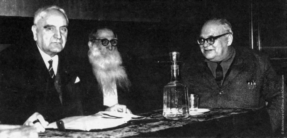 Доцент Б. Я. Сосюра, С. А. Бабаджан и врач А. А. Зарницкий