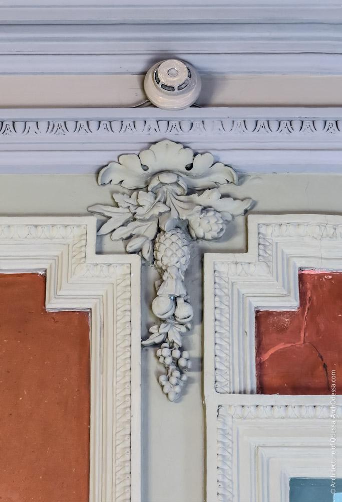 Лепная деталь отделки стен