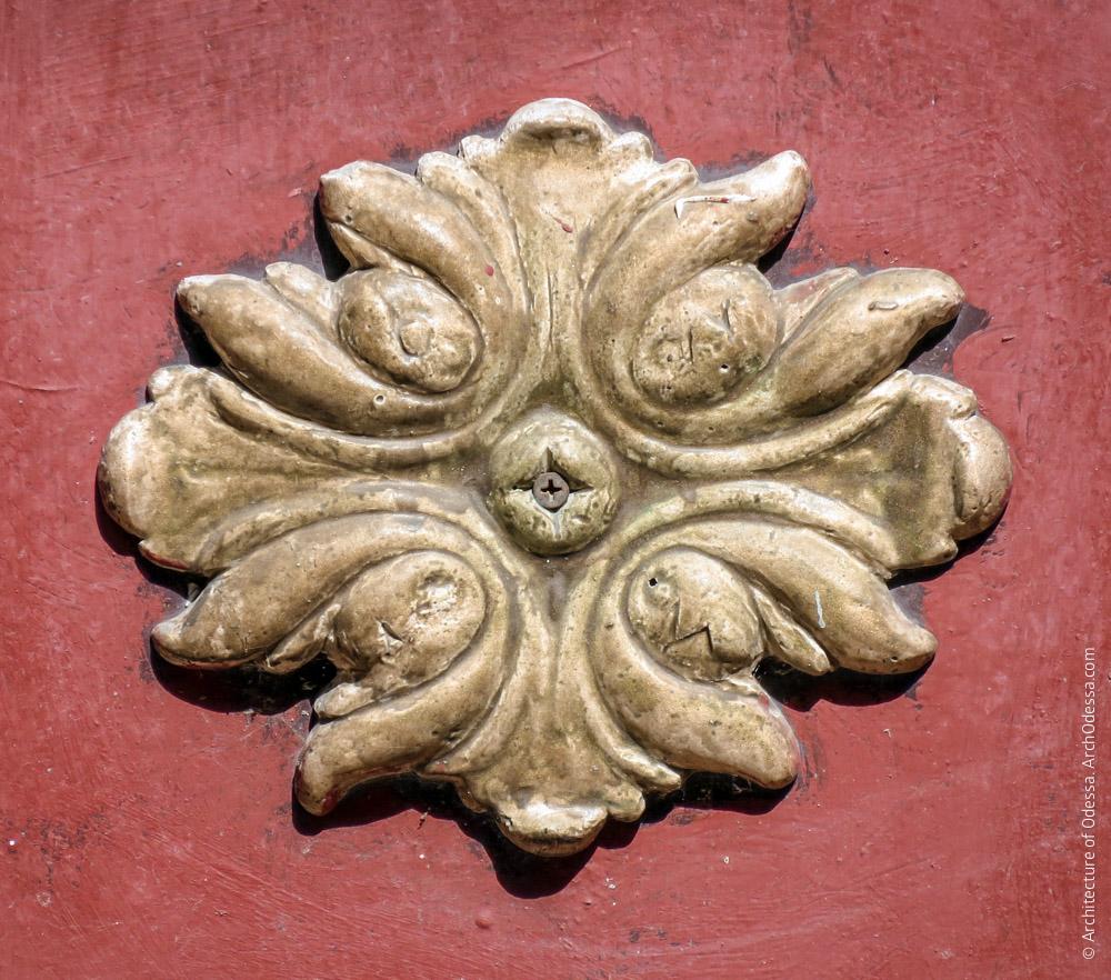 Остекленный тамбур входа, деталь