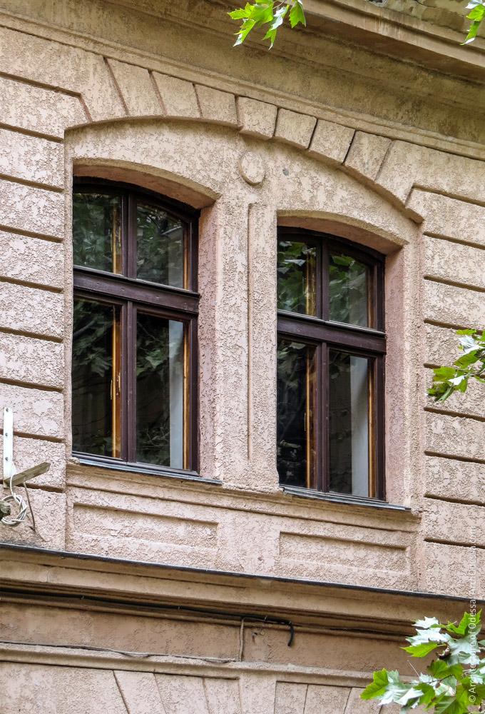 Окна второго этажа