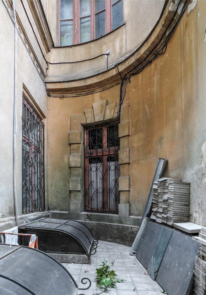 Угол на стыке Старого дворца и картинной галереи