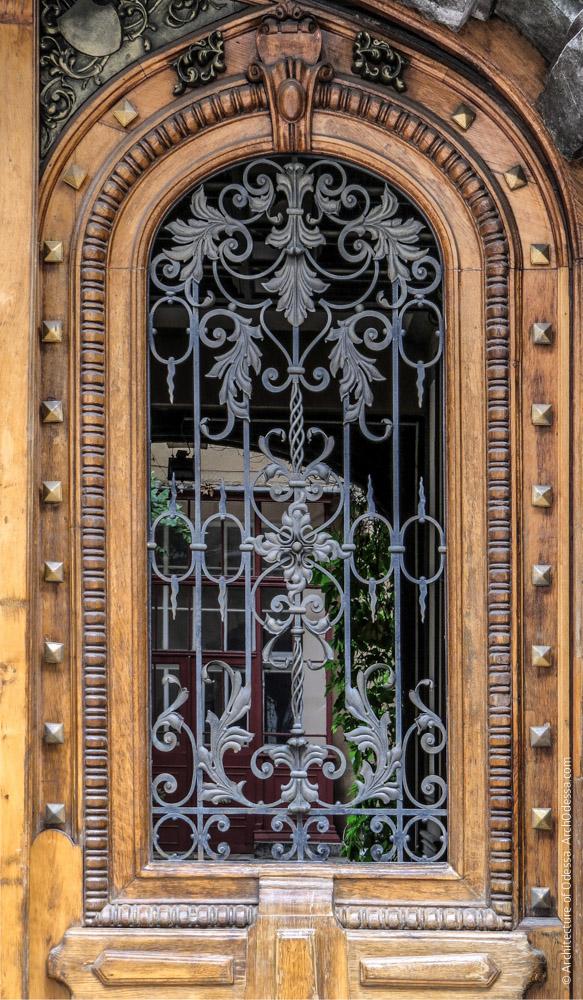 Ворота, решетка проема одной из створок