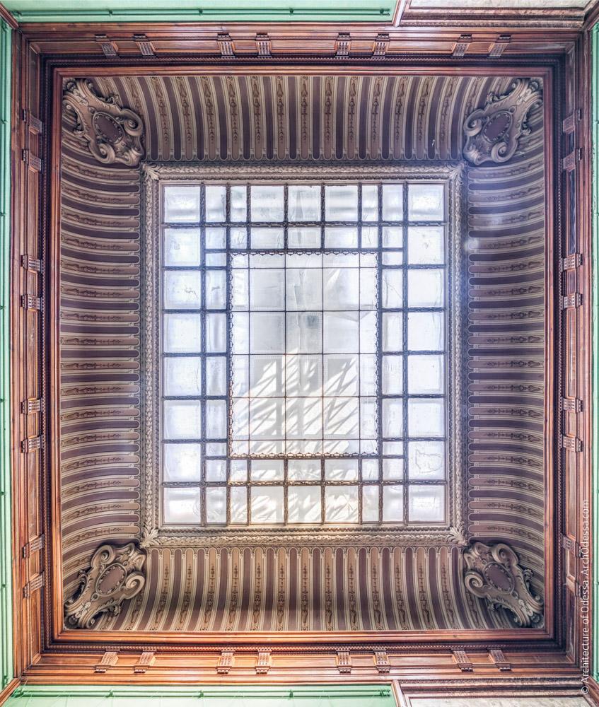 Потолок со световым фонарем