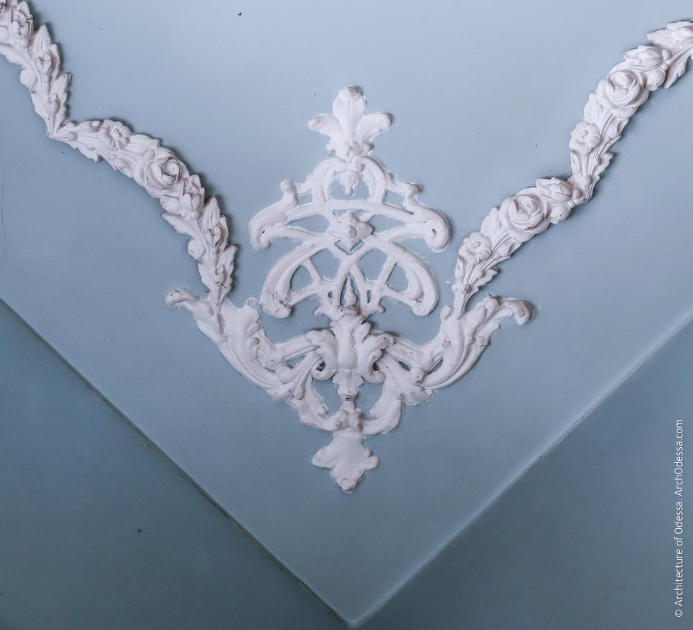 Потолок, деталь лепного декора