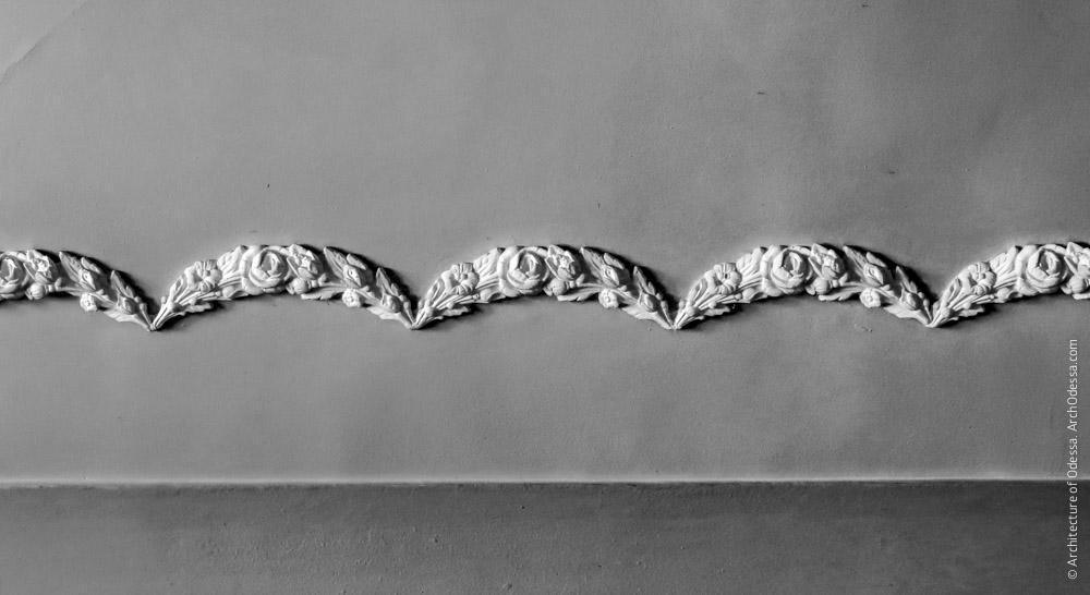 Потолок, фрагмент лепного декора