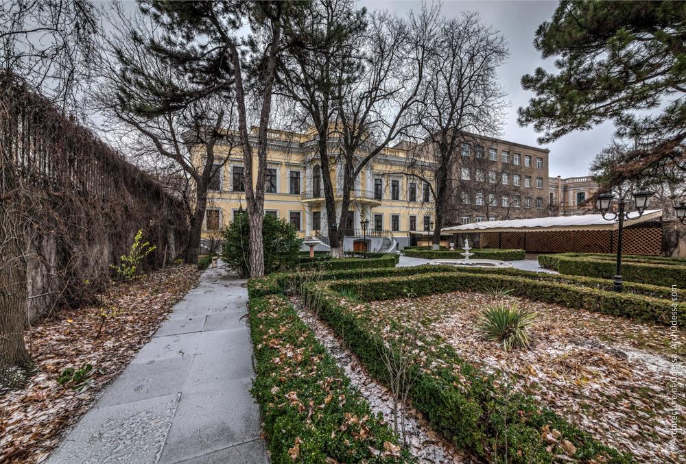 Общий вид сада и дворца