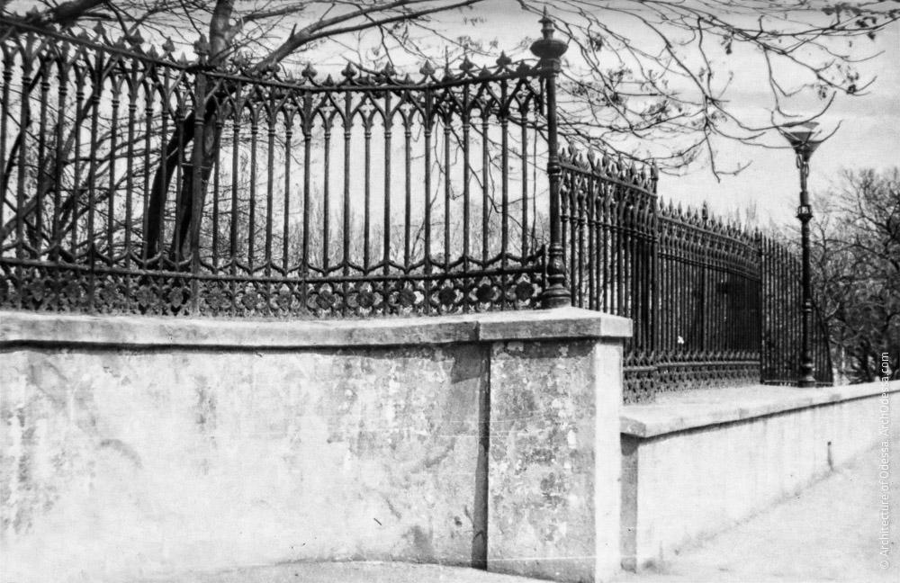 Ограда, фрагмент, фото 1970-х г.г.