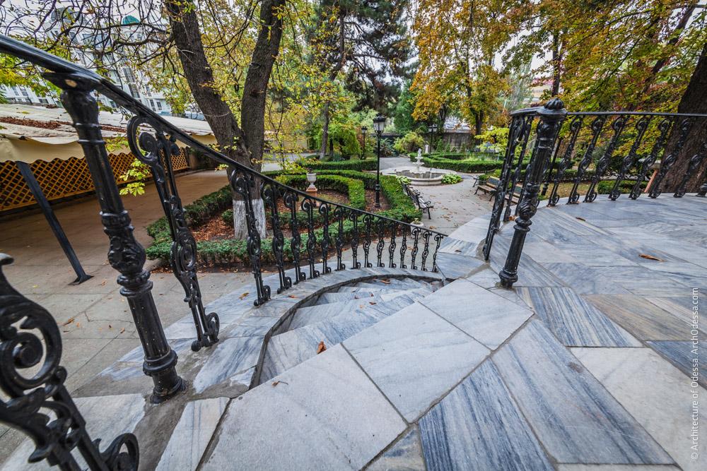 Вид с террасы Старого дворца
