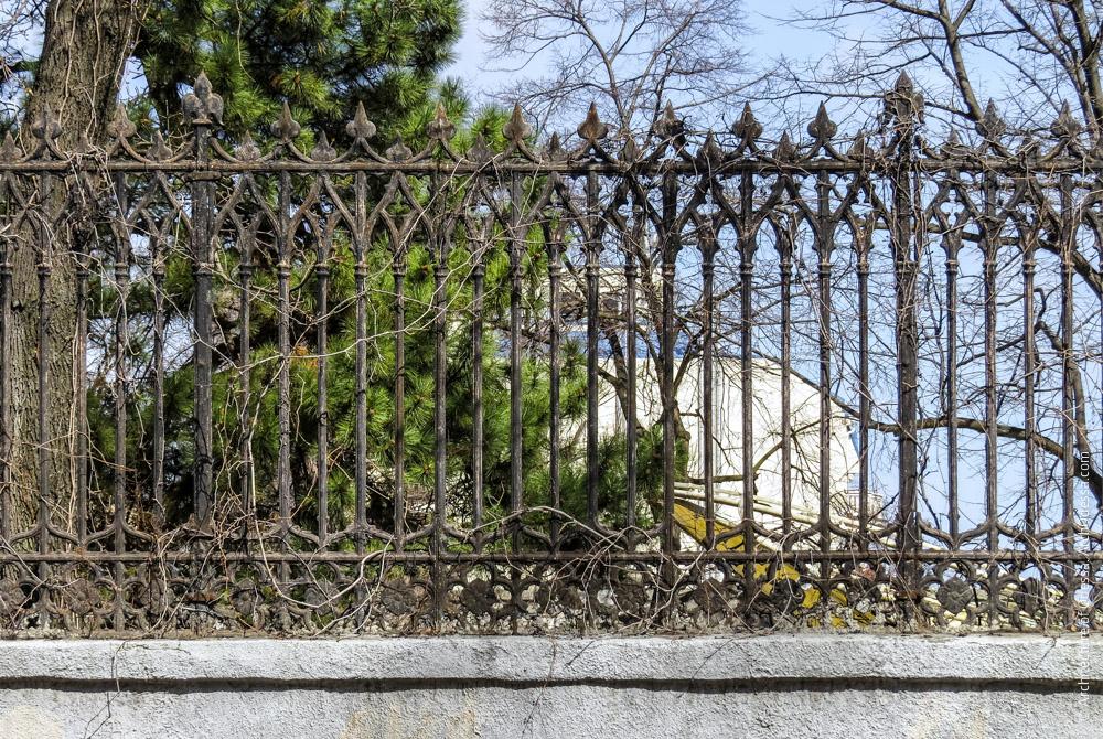 Ограда, одна из секций