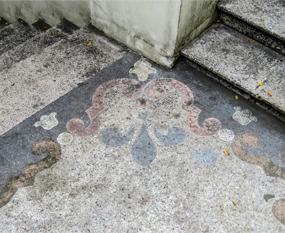 Бетоно-мозаичная площадка лестницы, фрагмент узорчатого обрамления