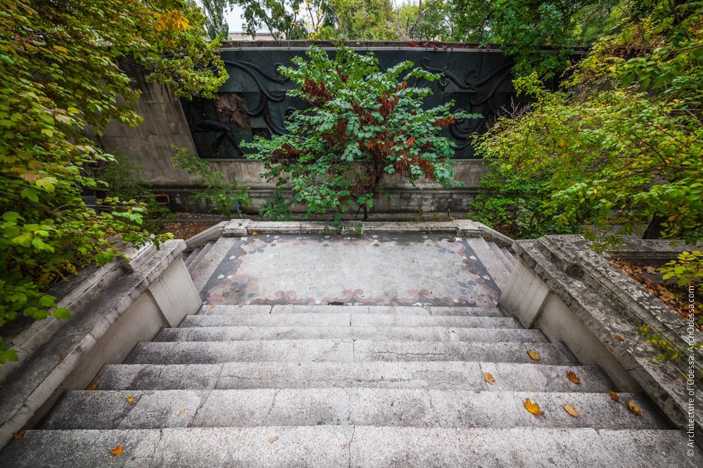 Вид лестницы с верхней площадки