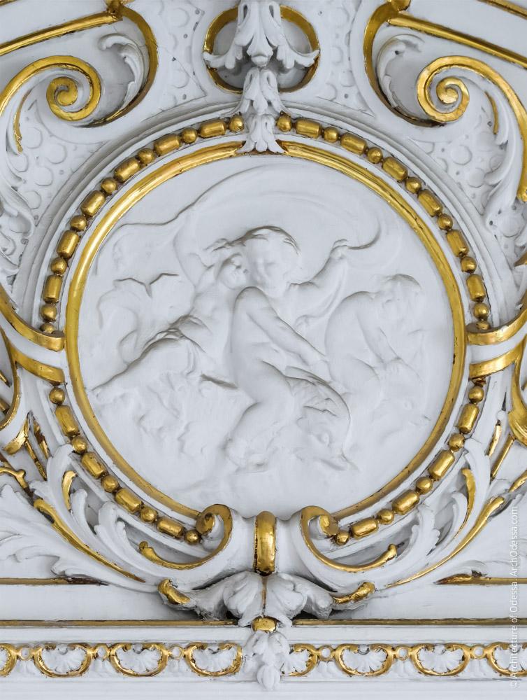 Медальон филенки над дверным проемом