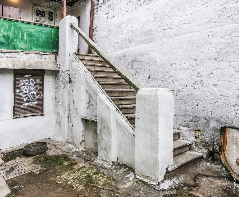 Лестница, ведущая на галерею