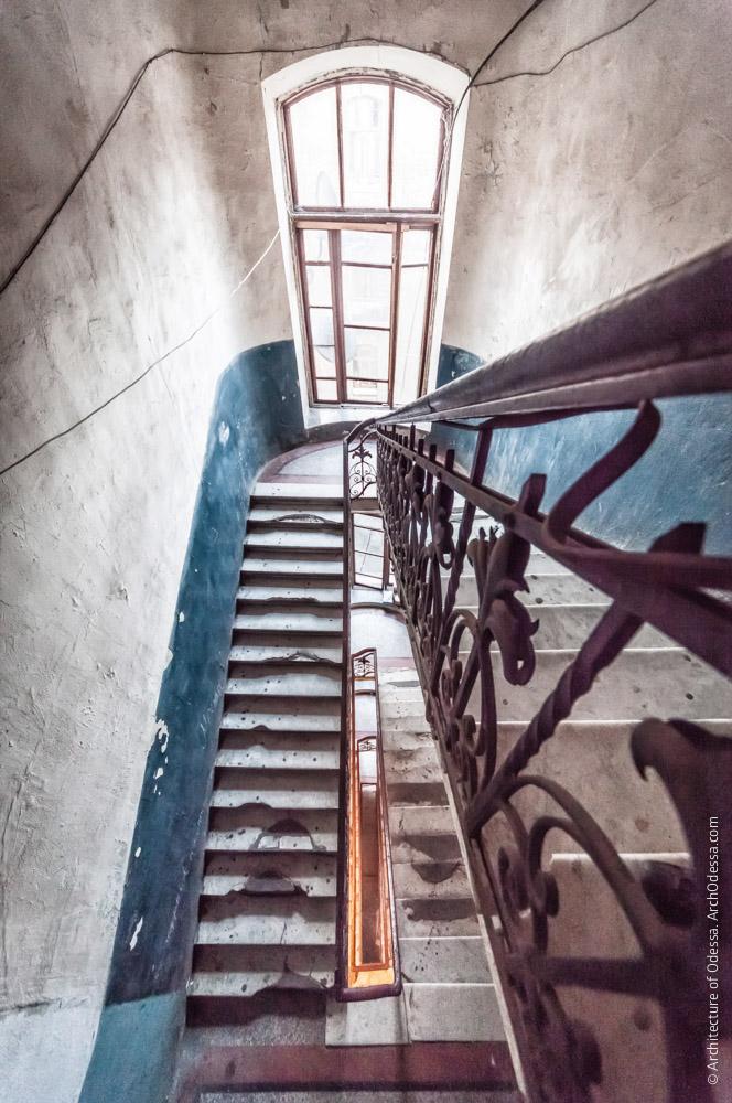 Вигляд з верхнього майданчика сходів