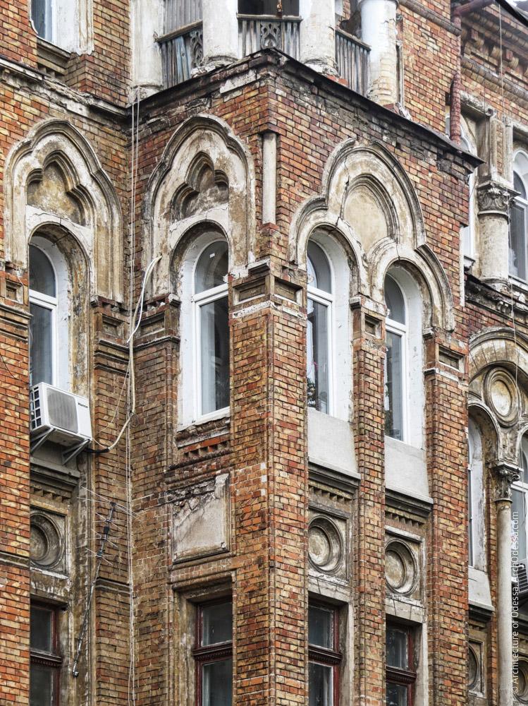 Эркер, окна третьего этажа