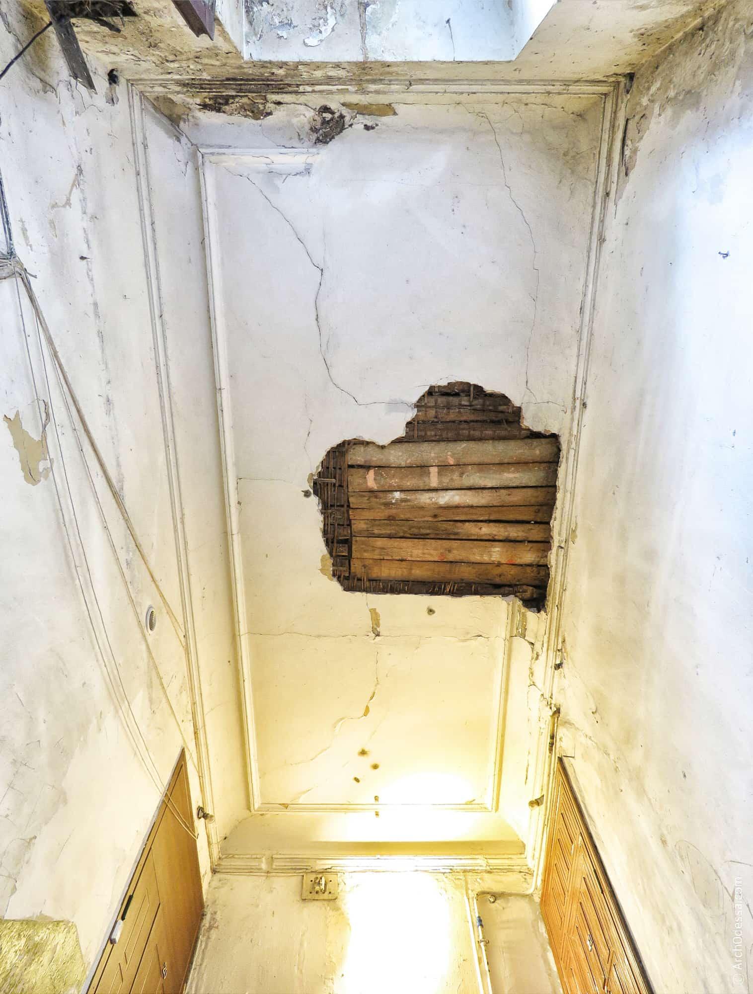 Потолок над лестничной клеткой
