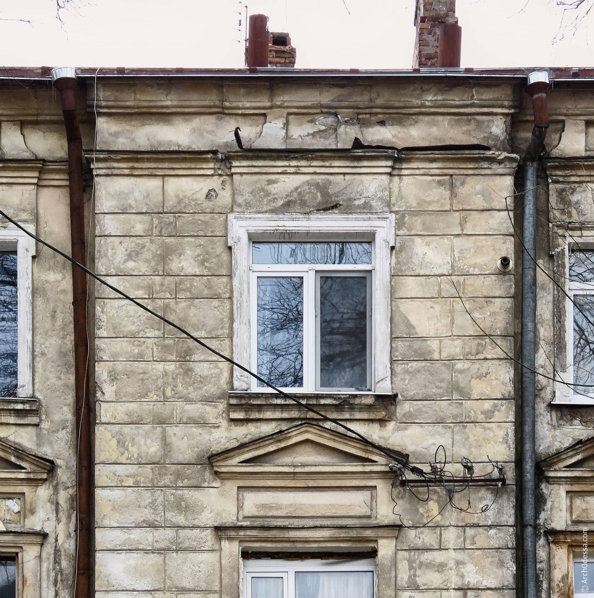 Окно центрального ризалита