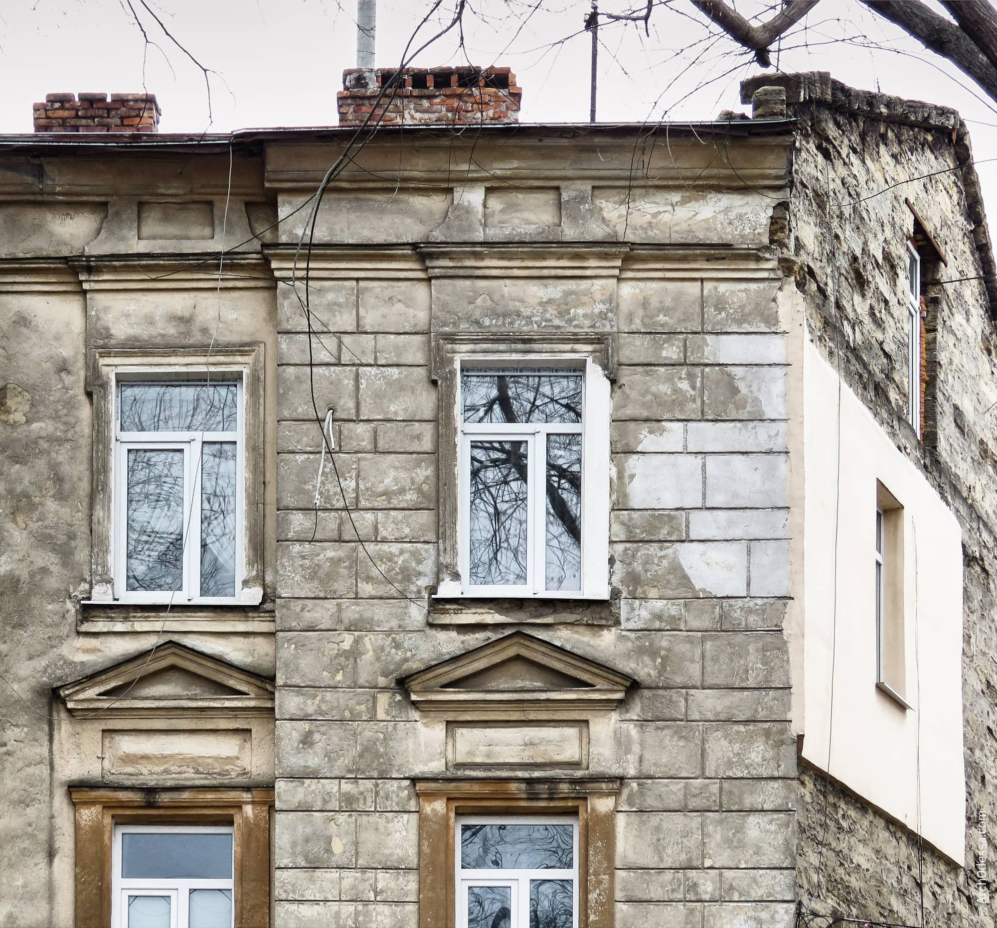 Окна крайних осей