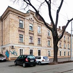Дом Когановских дешёвых квартир (левосторонний) на Базарной, 1