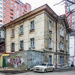 Дом Когановских дешёвых квартир (правосторонний) на Базарной, 3