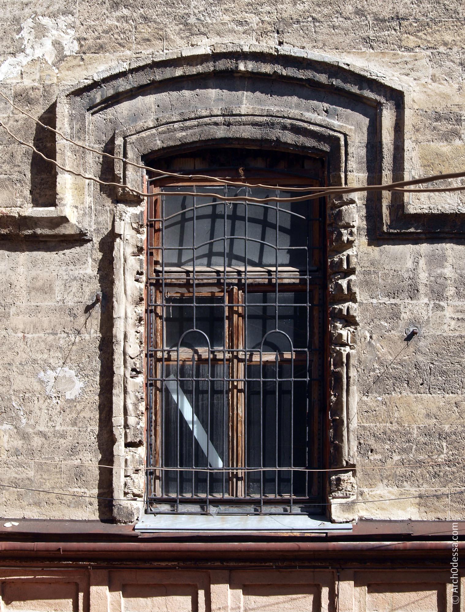 Окно тыльного фасада