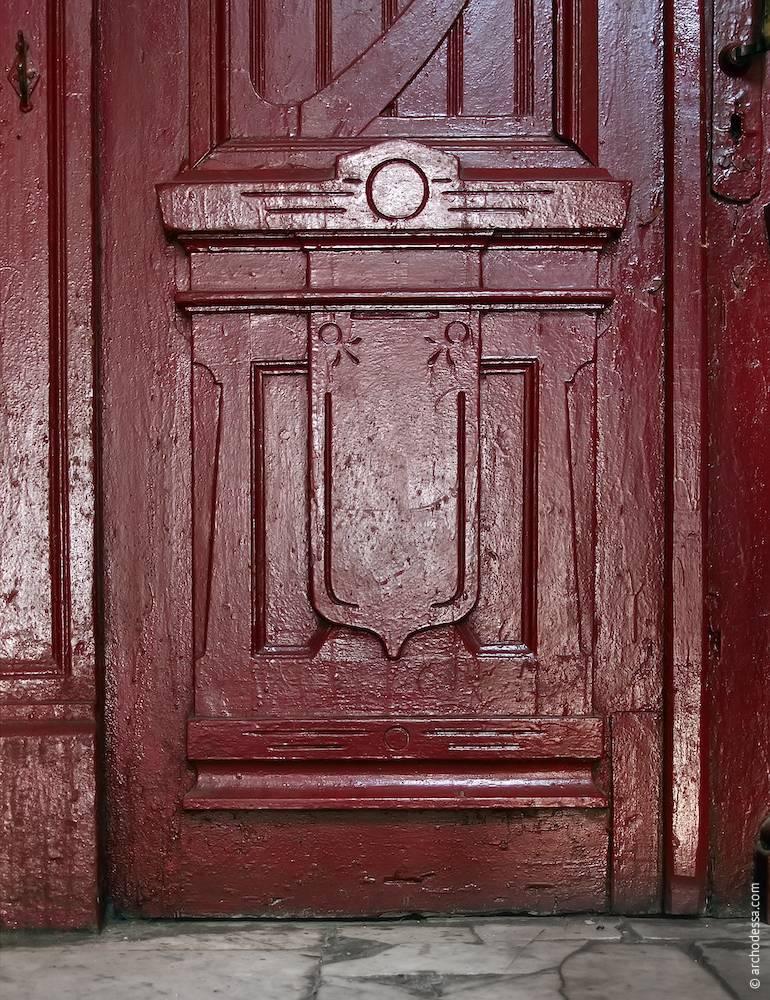 Section inférieur du poteau de la porte